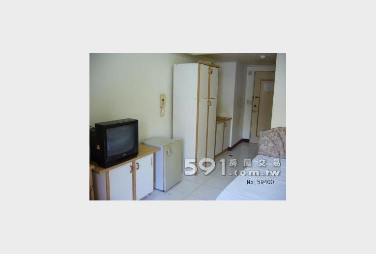屏東租屋,恆春租屋,獨立套房出租,電視、小冰箱、衣櫃。