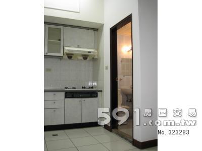 開放式廚房、浴室門口
