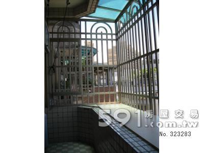 陽台:安全寬敞、全新鋁合金窗台