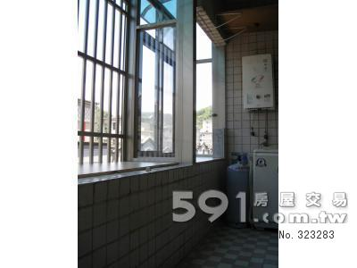 陽台:玻璃屋、附熱水器洗衣機、晾衣間