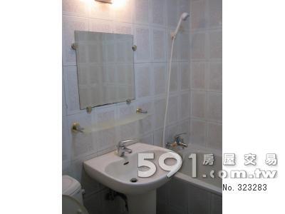 浴室:明亮乾淨、設備齊、全新蓮蓬頭