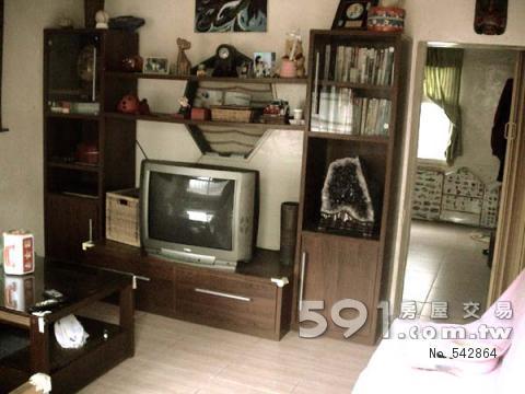 室內客廳,後方為書房為一開放空間