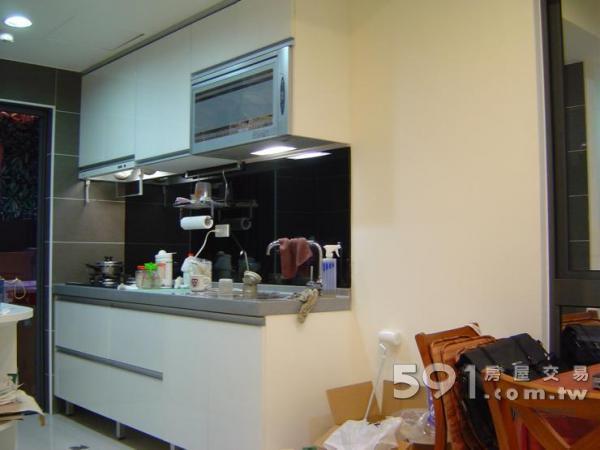 乾淨明亮廚房