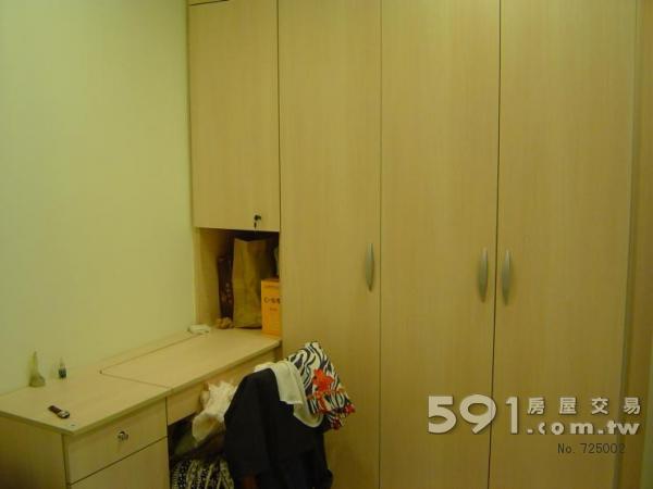 臥室衣櫥與化粧檯
