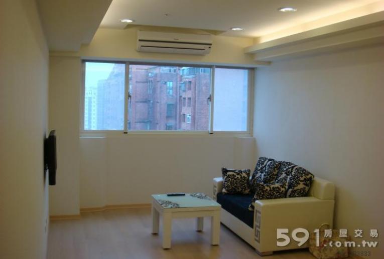 桃園租屋,龜山租屋,整層住家出租,客廳採光佳,整室木質地板。