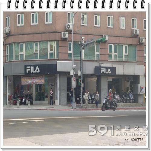 一樓均為知名商店名品