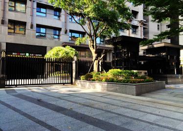台北買屋,中正買房子,車位出售,低調氣質大門入口