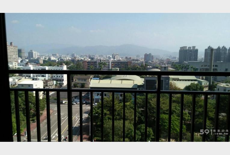 台中租屋,東區租屋,整層住家出租,從客廳陽台看出去的風景